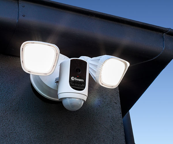 Swann Floodlight Security Camera:Motion Lighting, True Detect Heat